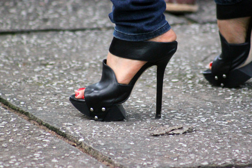 Ngắm giày, dép trên phố Sài Gòn - 2