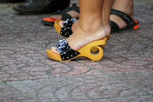 Ngắm giày, dép trên phố Sài Gòn - 9