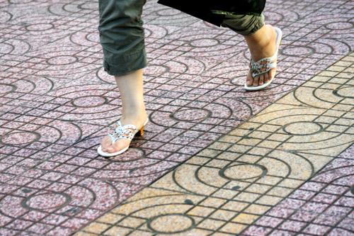 Ngắm giày, dép trên phố Sài Gòn - 19
