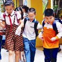 Mua đồng phục học sinh để... bỏ đi