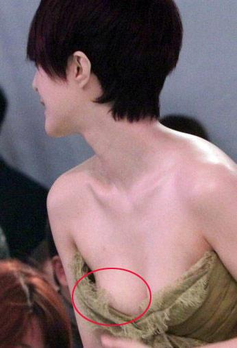 Sao XẤU - ĐẸP khi diện váy áo khoe ngực - 16