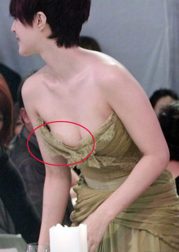 Sao XẤU - ĐẸP khi diện váy áo khoe ngực - 17