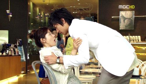 Video phim: Son Ye Jin 'vụng trộm' Lee Min Ho - 1
