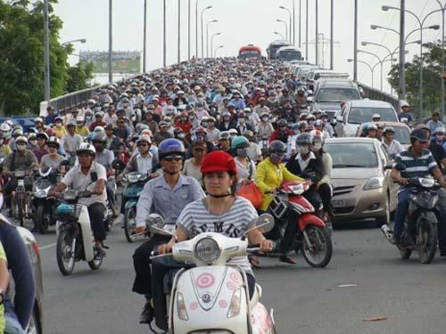 Cấm xe máy: Cần lộ trình thích hợp - 1