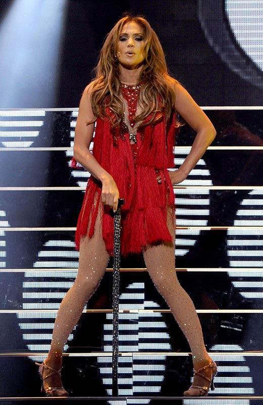"""Jennifer Lopez """"lộ"""" vòng 3 vì váy ngắn - 1"""