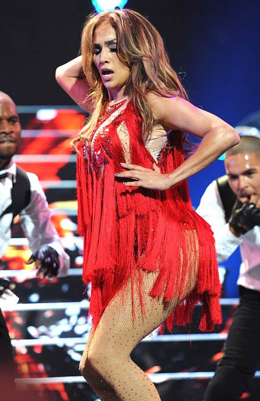 """Jennifer Lopez """"lộ"""" vòng 3 vì váy ngắn - 2"""