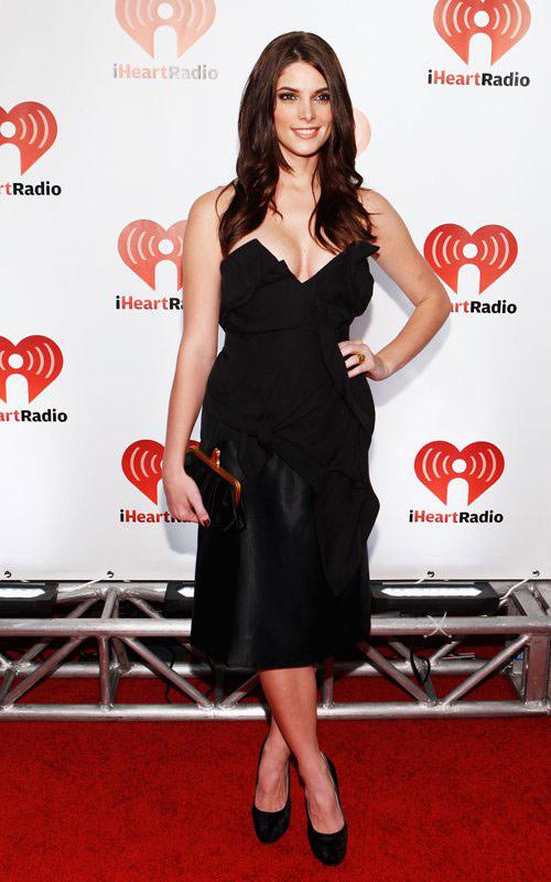 """Jennifer Lopez """"lộ"""" vòng 3 vì váy ngắn - 10"""