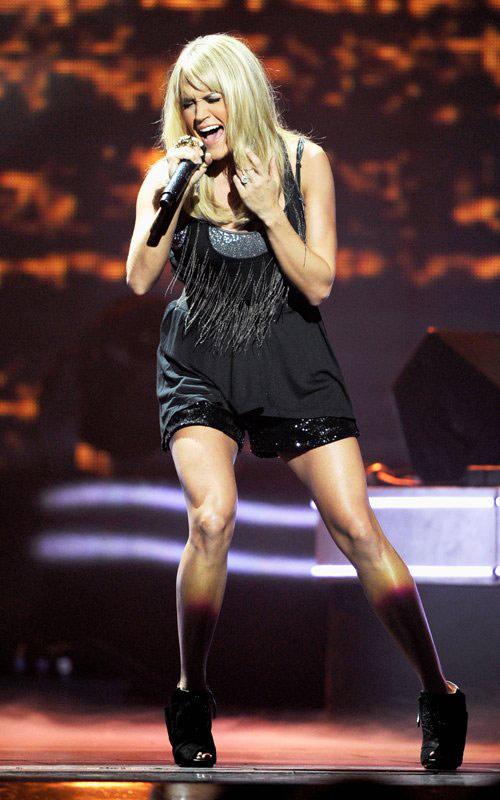 """Jennifer Lopez """"lộ"""" vòng 3 vì váy ngắn - 13"""