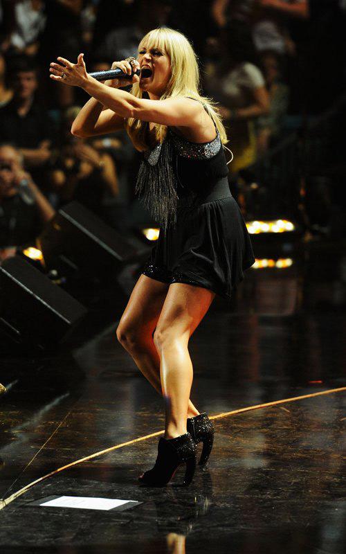 """Jennifer Lopez """"lộ"""" vòng 3 vì váy ngắn - 12"""