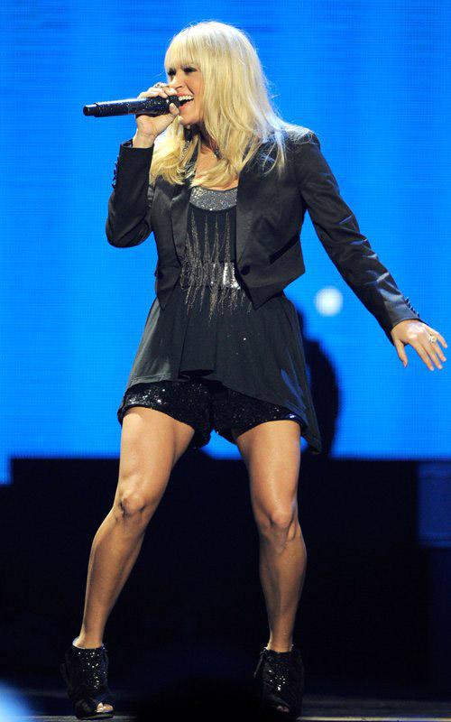 """Jennifer Lopez """"lộ"""" vòng 3 vì váy ngắn - 14"""