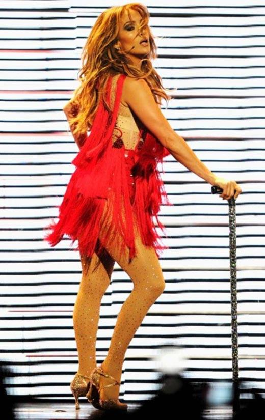 """Jennifer Lopez """"lộ"""" vòng 3 vì váy ngắn - 5"""