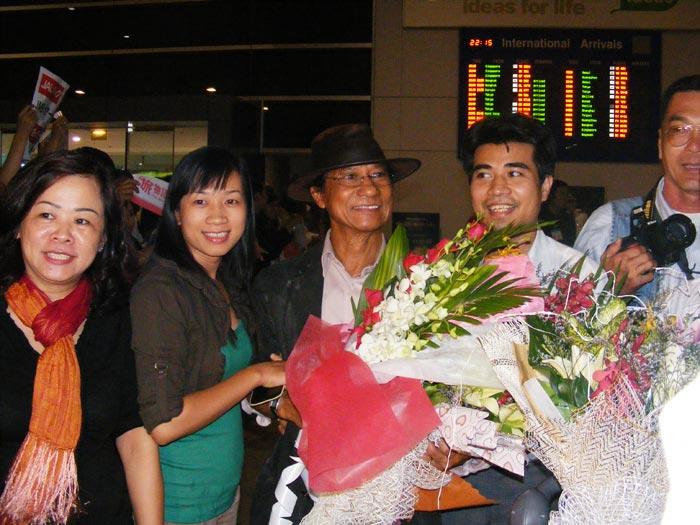 Chế Linh đưa vợ thứ tư về Việt Nam - 3