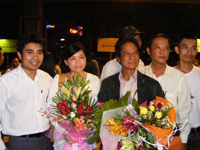 Chế Linh đưa vợ thứ tư về Việt Nam - 5