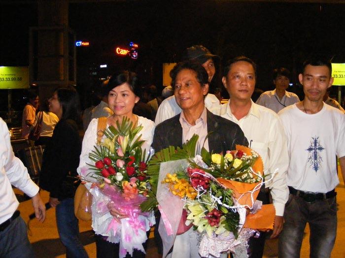 Chế Linh đưa vợ thứ tư về Việt Nam - 6