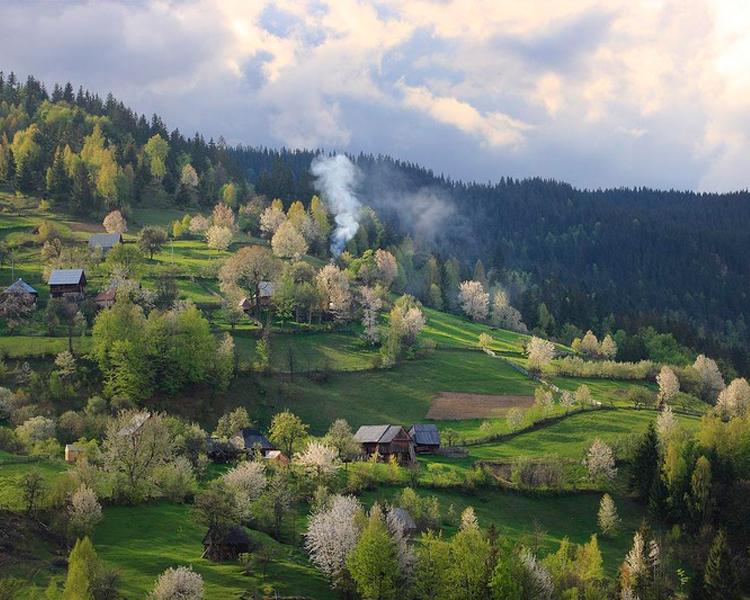 Bucovina là mảnh đất rất xinh đẹp và giàu lịch sử nằm ở sườn bắc dãy núi Carpathian.