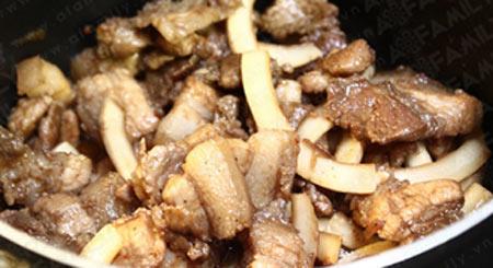 Thịt ba chỉ kho cùi dừa bớt ngán - 9