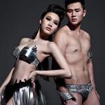 Thời trang - Siêu mẫu sexy với bikini kim loại