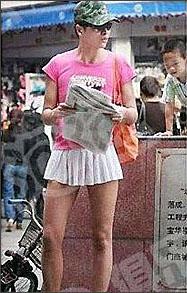 Chàng trai mặc váy ngắn ra phố - 8