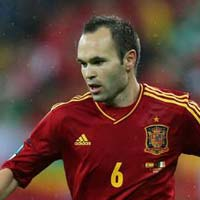 Iniesta phn pho Mourinho