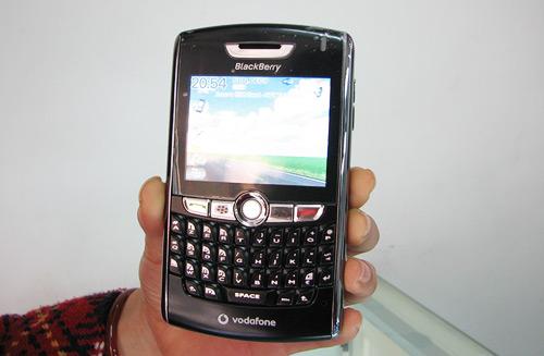 """Blackberry, iphone khuyến mãi giá """"sốc"""" trong tháng 7 - 4"""