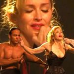 Ca nhạc - MTV - Madonna nức nở khóc diễn cảnh cuồng yêu