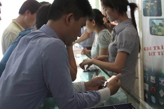 HKPhone 4S-3G giá 2,8 triệu đồng sốt trước ngày bán - 2