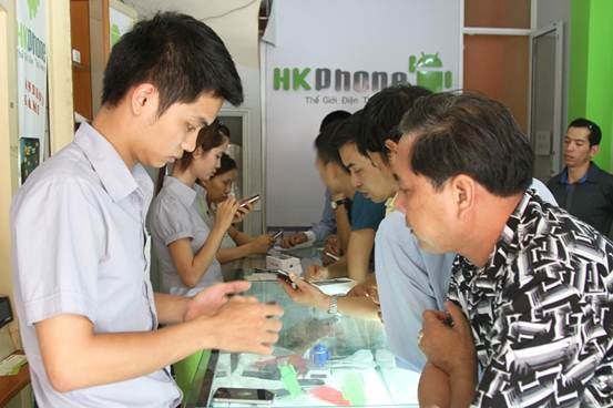 HKPhone 4S-3G giá 2,8 triệu đồng sốt trước ngày bán - 4