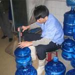 Sức khỏe đời sống - Nước uống đóng chai nhiễm khuẩn mủ xanh