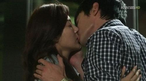 Vợ Jang Dong Gun ghen cảnh nóng của chồng - 7