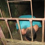 Tin tức trong ngày - Mẹ nhốt con vào chuồng lợn