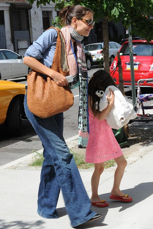 Katie Holmes ginh c quyn nui Suri, Phim, Katie Holmes, Suri, Tom, bella, Conor, con nuoi, con gai, New York, giao phai scientology, thoa thuan ly hon, luat su, sao Hollywood, dien vien, tin tuc