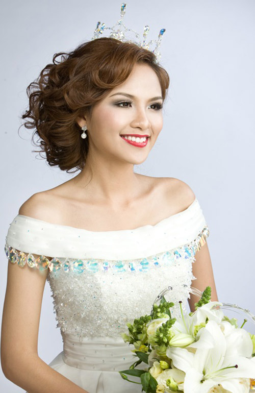 Tóc cô dâu yêu kiều như nhan sắc Việt