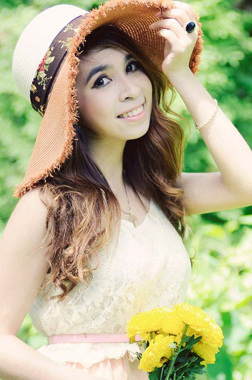 C gi thch gi cm chng mc, B quyt mc p, Thi trang, nhan vat thoi trang 24h, vay, voan lua, vay xep li, vay khoe vai tran
