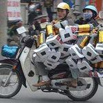 """Tin tức trong ngày - Nhà báo Mỹ nói về """"mánh khóe"""" lái xe máy ở VN"""