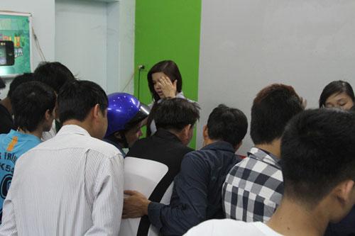 Chen lấn mua HKPhone 4S-3G trong ngày đầu tiên - 7