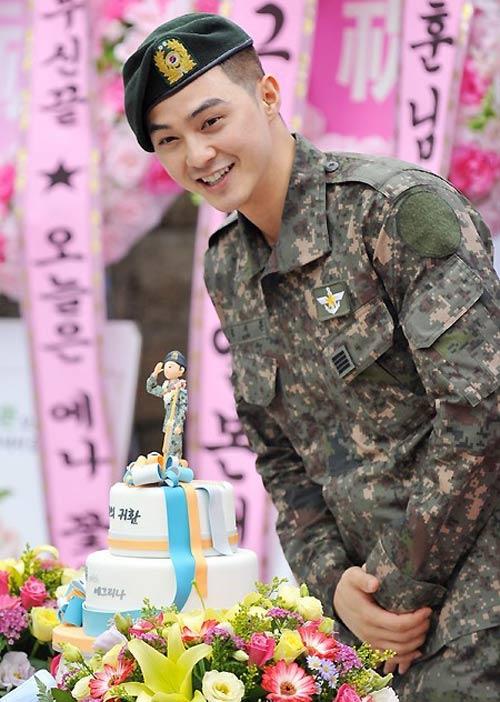 Chàng điển trai Kim Ji Hoon xuất ngũ - 2