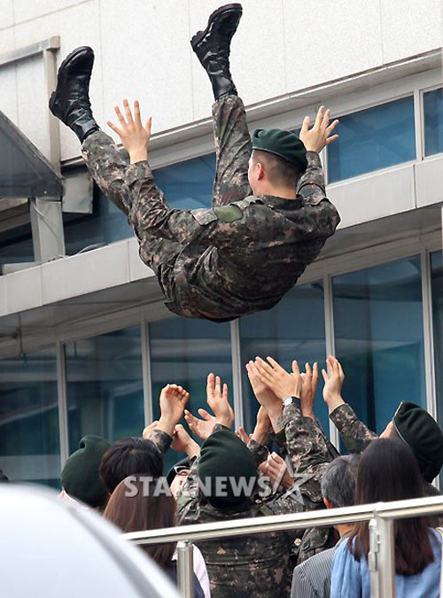 Chàng điển trai Kim Ji Hoon xuất ngũ - 3