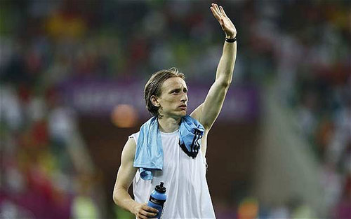 Real nng gi: Quyt ginh Modric, Bng , real - modric, modric gia nhap real, modric, real, ken ken trang, hlv mourinho, real madrid, lass, la liga, tottenham, kaka ra di, tin chuyen nhuong, bongda, bong da 24h, ket qua bong da, bao bong da