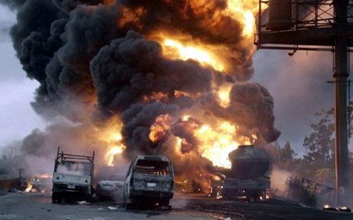 Nigeria: Hơn 100 người đi mót xăng chết cháy - 1