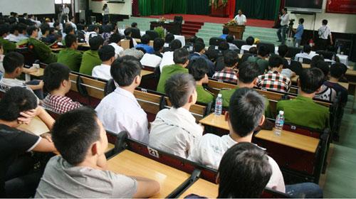 Ông Nguyễn Bá Thanh dạy dỗ thiếu niên hư - 1