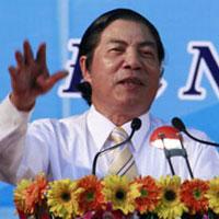Ông Nguyễn Bá Thanh dạy dỗ thiếu niên hư