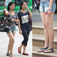 Dạo phố Hà Nội ngắm chân xinh