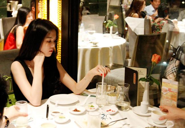 Ngọc Trinh tư lự ăn tối!, Thời trang,