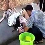 Tin tức trong ngày - Trung Quốc: Chồng đỡ đẻ cho vợ ngay trên phố