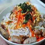 Ẩm thực - Bún thịt luộc, nem rán và mắm ruốc