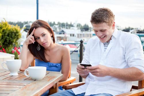 Sử dụng điện thoại đúng cách khi đang hẹn hò - 2