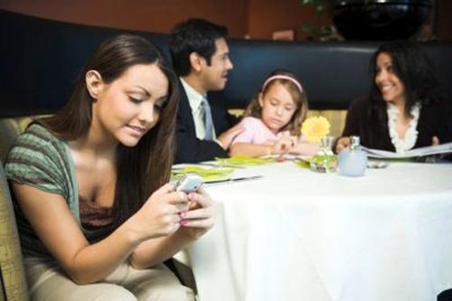 Sử dụng điện thoại đúng cách khi đang hẹn hò - 5