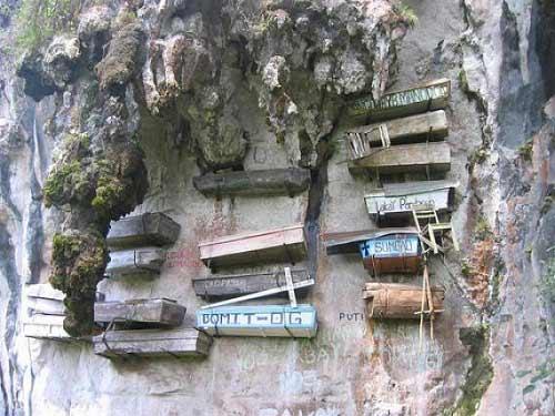 Độc đáo tục treo quan tài trên vách đá ở Philippines - 3