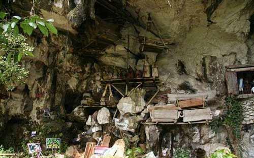 Độc đáo tục treo quan tài trên vách đá ở Philippines - 10