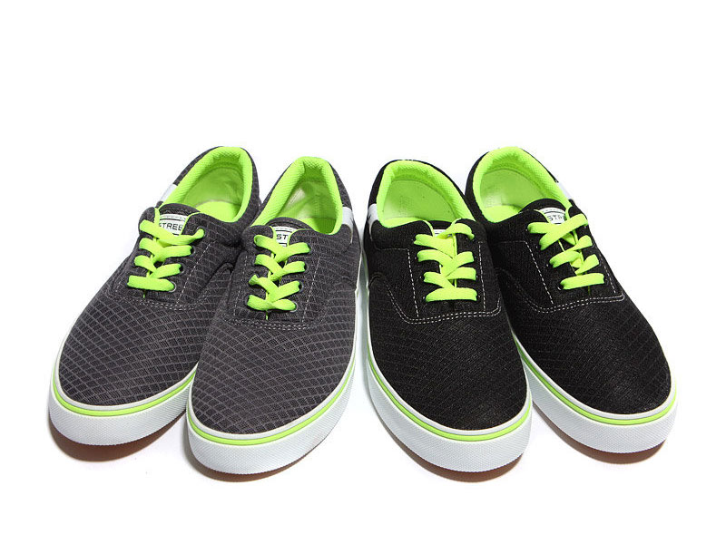 Cách phối giày vải với quần áo đi làm - 3